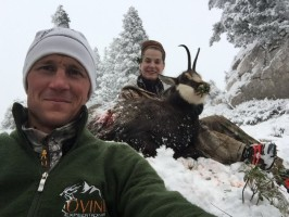 1-09a-anthoni-ovini-selfie-renee-snider-chasse-chamois-alpes-nord.jpg