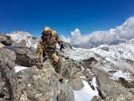 2-5-altitude-terrain-difficile-chasse-blue-sheep-nepal-ovini-expeditions.jpg