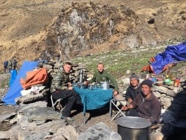 3-9-dejeuner-au-sommet-chasse-blue-sheep-nepal-ovini-expeditions.jpg