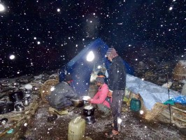 5f-nuit-sous-la-tente-camp-volant-chasse-nepal-ovini-expeditions.jpg