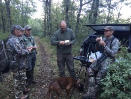 c1-pause-casse-croute-chasse-cerf-ovini-expeditions.jpg