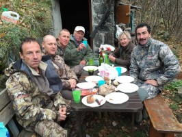 casse-croute-convivial-chasse-chamois-luc-alphand-alpes-du-nord-guide-anthony-oviny.jpg