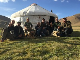 equipe locale-chasseurs-chasse-maral--kazakhstan-ovini-expeditions-2015.jpg