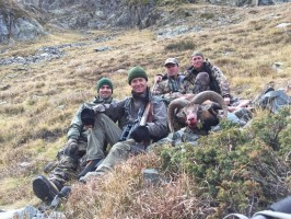 equipe-comblee-chasse-mouflon-haute-provence-ovini-expeditions.JPG