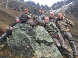 equipe-tout-sourire-chasse-luc-alphand-ovini-expeditions-alpes-du-nord.jpg