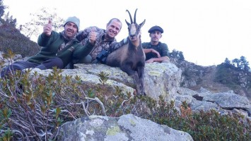 h-bouc-9ans-guide- laurent-ovini-expeditions-chasse-gibier-montagne-.jpg