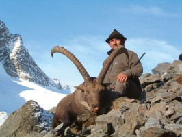 ovini-expeditions-trophee-bouquetin-chasse-suisse.jpg