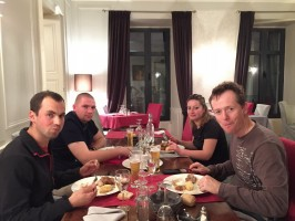 table-conviviale-chasseurs-gibier-montagne.JPG